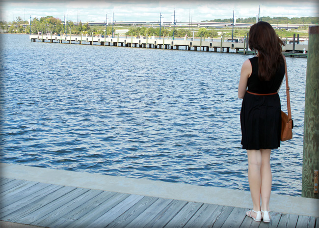 girl at the harbor photo, beautiful water view, style blog