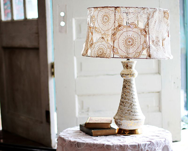 Creative diy projects dc in style diy project fro a beautiful mess blog creating a lace lamp diy table lamp solutioingenieria Image collections