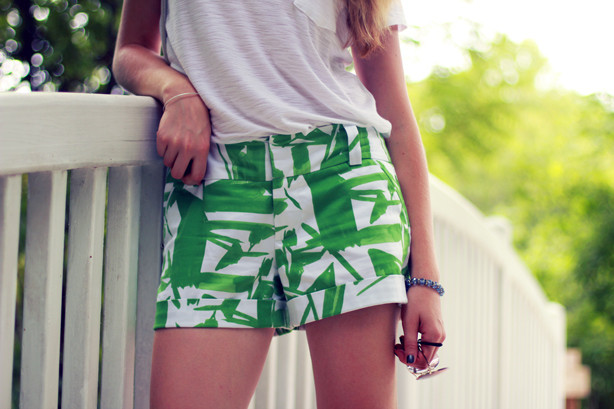 Alice and Olivia shorts, printed shorts, white tee, Monday Bloom