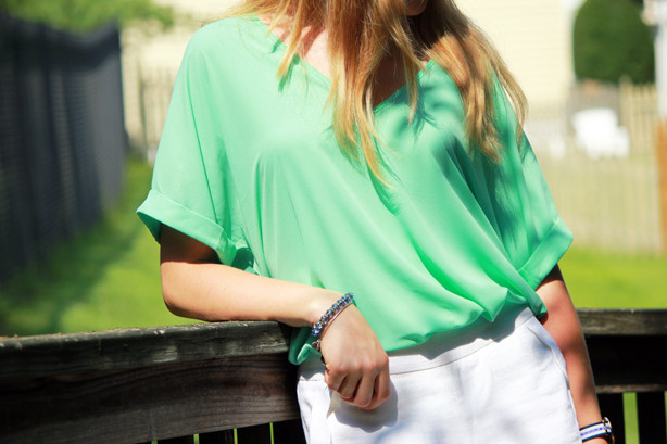 summer look, wearing white after memorial day, scalloped shorts with oversized blouse